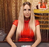 Live-Dealer Kristiana von Evolution Gaming am Blackjack Tisch