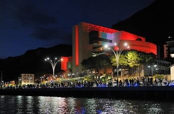 Das Casino Campione am Luganersee bei Nacht