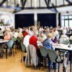 Volle Tische beim Bingo in den Riehler Heimstätten