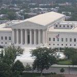 Ein Panoramafoto des Obersten Gerichtshofs der USA in Washington D.C.