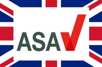 Das Logo der britischen Werbeaufsicht ASA vor der britischen Flagge
