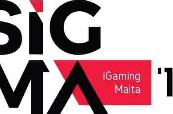 Auf dem Bild ist das Logo der Summit of iGaming Malta 2018 abgebildet. Das Logo der Messe besteht aus schwarzen Buchstaben auf einem rot-weißen Hintergrund.