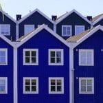 Das Bild zeigt Reihenhäuser in Schweden.