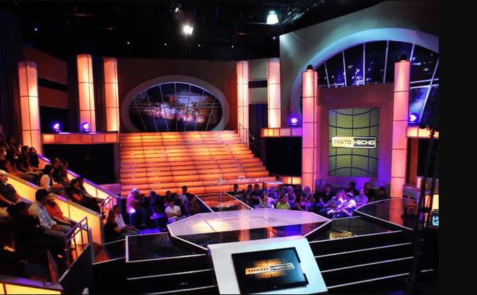 Ein Blick in das mit Zuschauern gefüllte Studio der Fernsehshow Deal or No Deal in El Salvador.