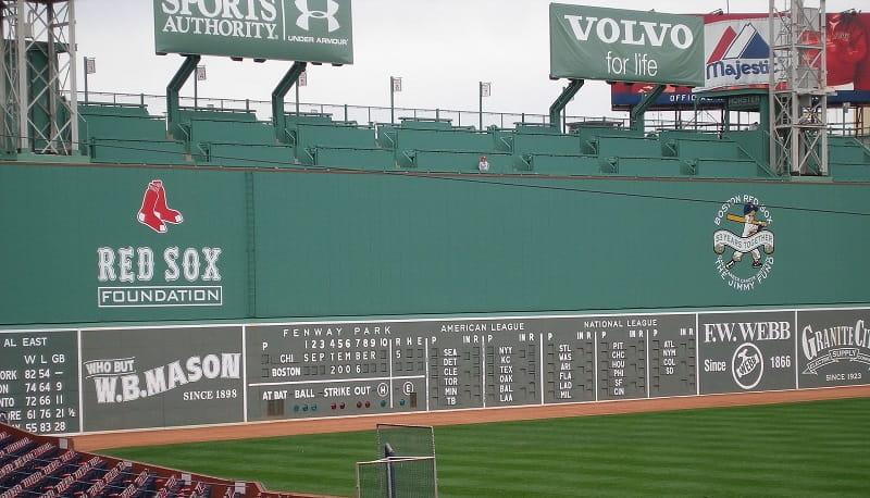 Die Green Monster-Bande im Boston Red Sox Fenway Park-Stadion.