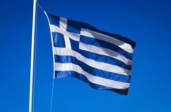 Eine griechische Flagge im Wind.
