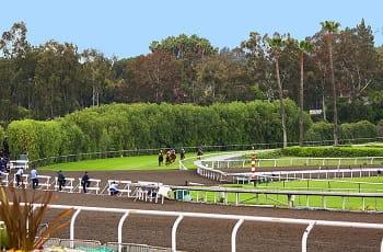 Ein Pferderennen im Santa Anita Park, Kalifornien.