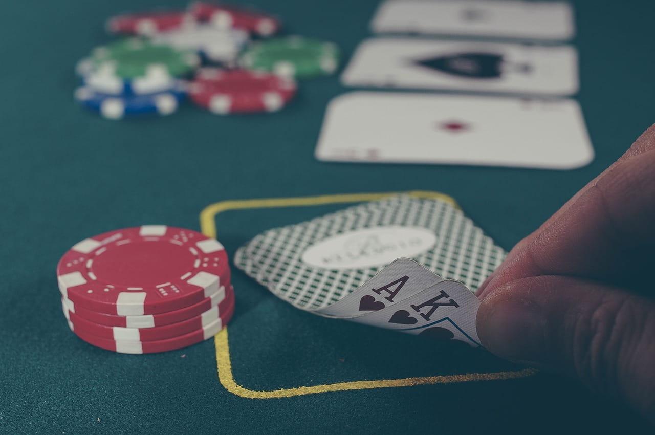 Ass und König in einem Poker Spiel