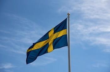 Eine Schwedenfahne im Wind.