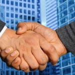 Ein Handschlag besiegelt den Deal.