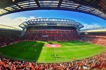 Das Anfield-Stadion des Liverpool FC während eines Spiels.