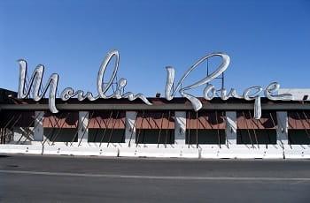 Das legendäre Eingangsschild des Moulin Rouge Casinos in Las Vegas.