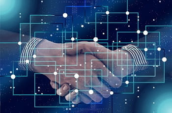 Ein digitaler Handshake besiegelt die Transaktion.
