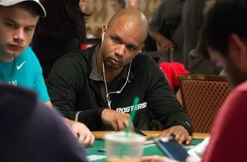 Der Pokerspieler Phil Ivey beim Spiel.