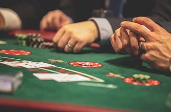 Einblick in einen Online Poker-Raum.