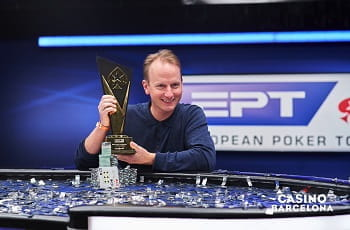 Der Sieger des EPT-Main Events Barcelona, Simon Brändström.