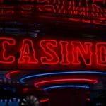 Das Eingangsschild eines Casinos.