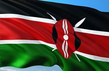 Eine kenianische Flagge im Wind.