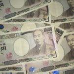 Japanische Geldscheine im Wert von 10.000 Yen.