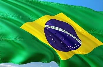 Eine brasilianische Flagge im Wind.
