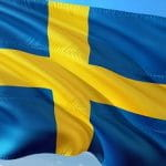 Eine schwedische Flagge im Wind.