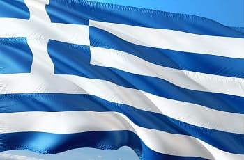 ine griechische Flagge im Wind.