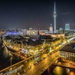 Ein Blick auf Berlin bei Nacht.