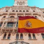 Eine spanische Flagge im Wind.