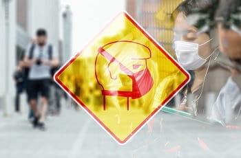 Ein Warnschild mit Atemschutzmaske.