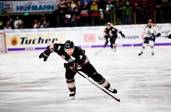 Ein Spieler der Deutschen Eishockey-Liga.