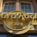 Das Eingangslogo eines Hard Rock Cafés.