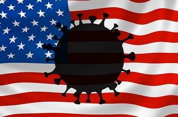 Auf einer US-Flagge prangt das Coronavirus.