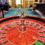 Leerer Roulette-Tisch in einem Spielcasino.