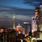 Die Casinos von Macau bei Nacht.