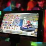 Eine mobile Spielkonsole zeigt den Auswahlmodus bei Mario Kart.