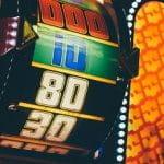 Ein Spielautomat zeigt das Gewinnlevel.