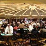 Pokerraum in einem Casino.