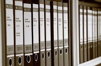Bilanz- und Rechnungsordner eines Büros.