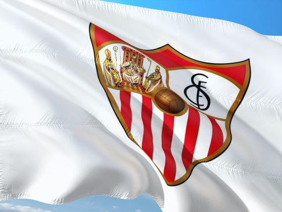 Fahne des FC Sevilla, Spanien.