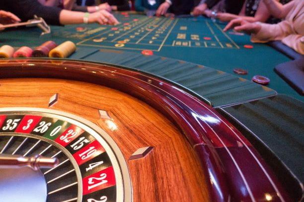 Ein Roulettetisch in einer Spielbank.