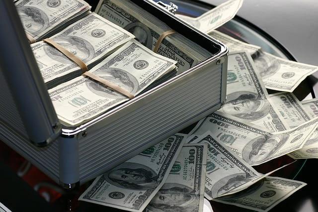 Ein Koffer voller US-Dollar.