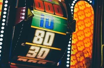 Die Walze eines Spielautomaten zeigt einen Gewinn.