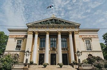Ein Regierungsgebäude in Helsinki, Finnland.