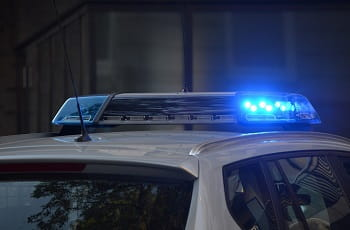 Das Blaulicht eines Polizeiautos.