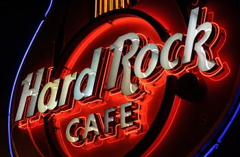Das Gitarren-Logo eines Hard Rock Cafés.