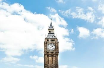 Der Glockenturm des Palace of Westminster in London.
