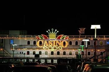 Ein Casino an einem argentinischen Hafen.