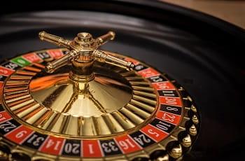 Ein Roulette-Rad im Stillstand.
