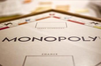 Ein Monopoly-Spielbrett.
