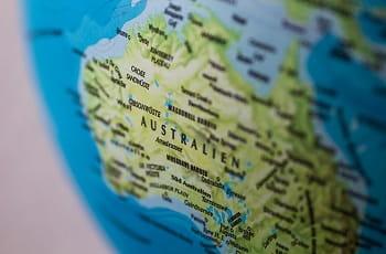 Ein Globus zeigt den australischen Kontinent.